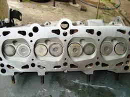 Cabeçote de 8 válvulas (2 por cilindro).