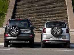 VW CrossFox e Citroën Aircross possuem estepe fixado à tampa traseira