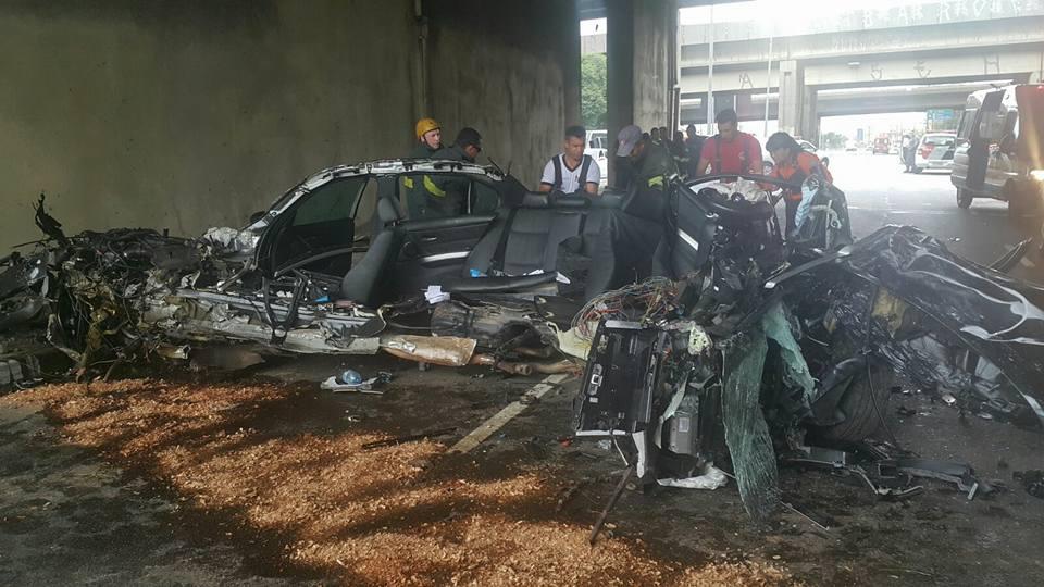 BMW se parte ao meio em acidente em São Paulo