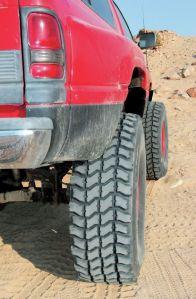 bitola traseira maior que dianteira mais estabilidade tração aderência