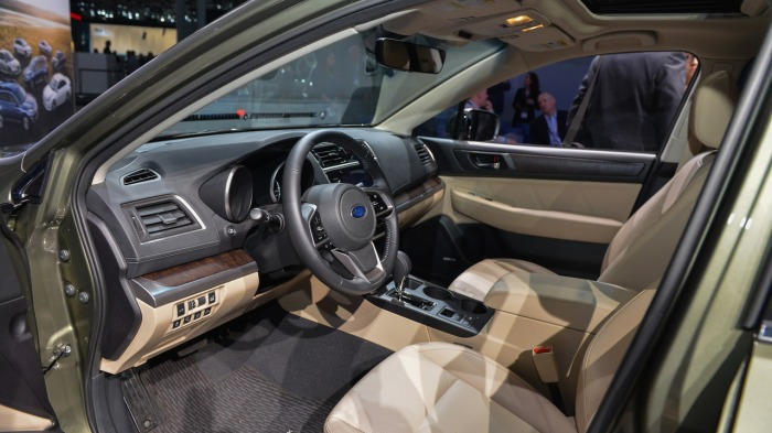 compra de carros entusiasta gearhead subaru outback interior
