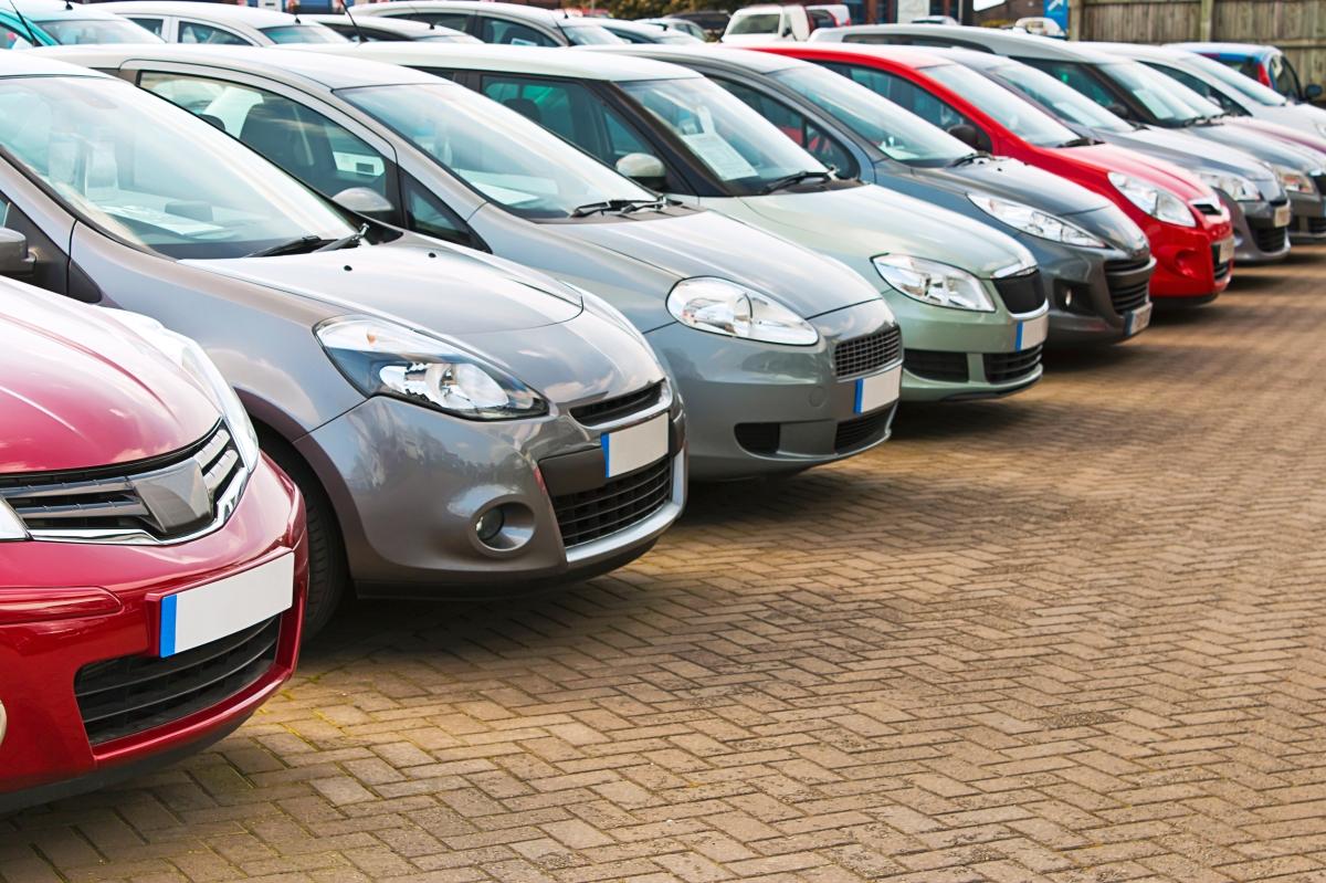 Top 10: Confira os 10 carros usados mais baratos