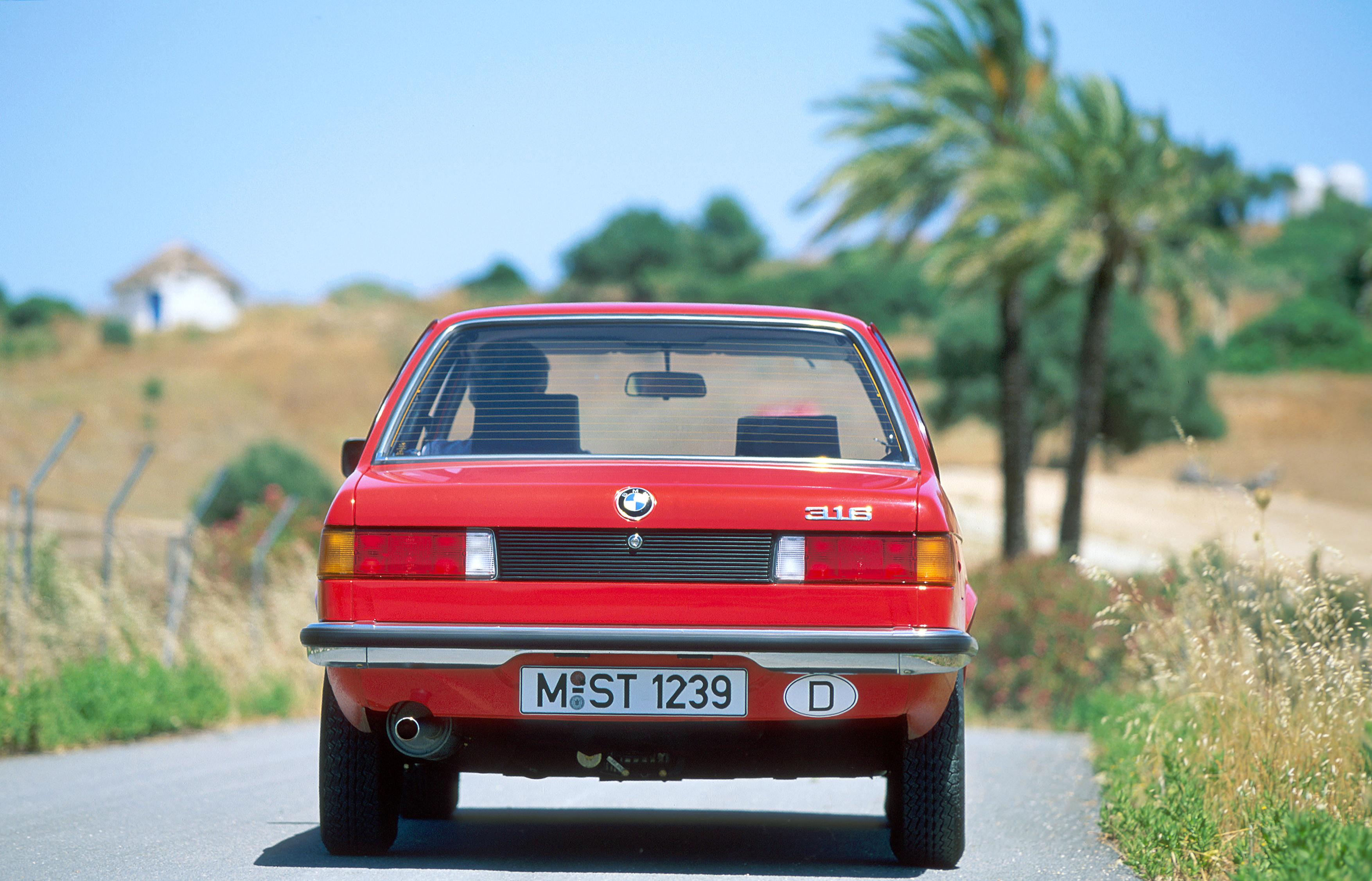 primeira BMW Série 3 1975 traseira